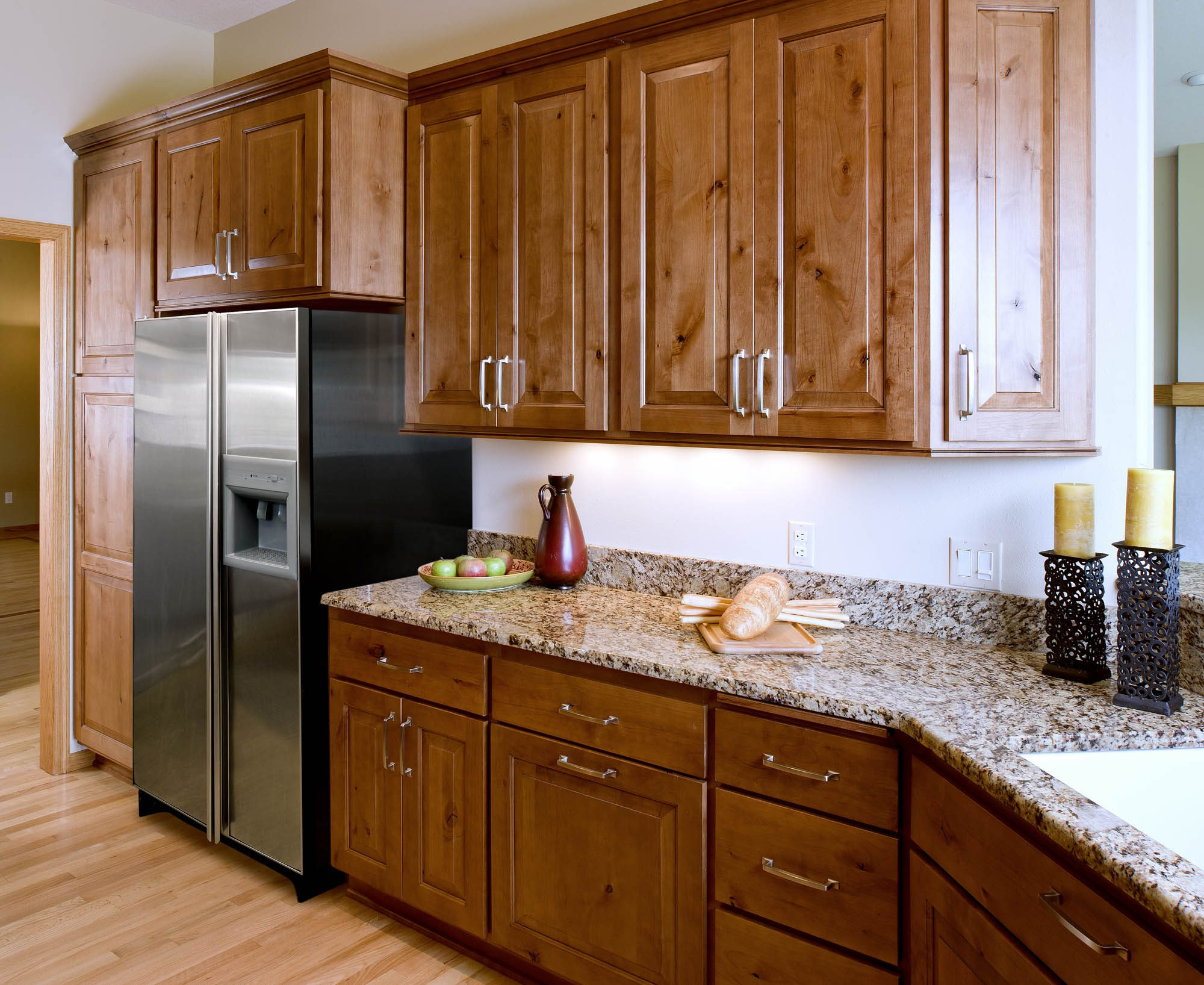 Renew | Stained kitchen cabinets in Nutmeg with Ebony Glaze by Showplace Cabinetry - view 4